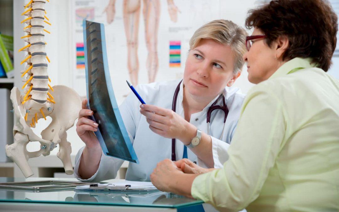 Pourquoi voir un ostéopathe pour le mal de dos ? Questions réponses avec une pro !