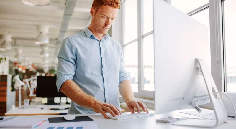 Bureau debout : quels intérêts d'un Standing Desk ?